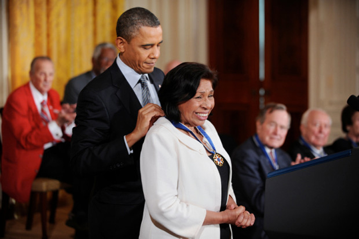 U.S. President Barack Obama honors Sylvia Mendez the 2010 Medal of Freedom in a ceremony in the East Room of the White House, February 15, 2011, in Washington, DC. (Olivier Douliery/Abaca Press/MCT)